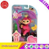 Игрушка Bella обезьяны младенца Fingerlings взаимодействующая (пинк с желтыми волосами)