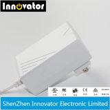 ユニバーサル24V 0.625A 15W AC DCはUL FCCが証明する切換え力のアダプターを壁取付ける