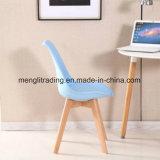 金属の足のプラスチック食事の椅子