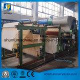 La pequeña fabricación de Negeria trabaja a máquina la cadena de producción de Rolls del papel higiénico