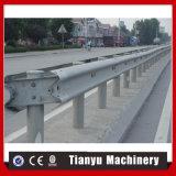 Rolo do Guardrail da estrada de duas ondas que dá forma à máquina