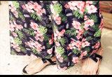 2017 Frauen-Sommer rotes Blumendrucken-Sommer-Kleid mit Verpackungs-Vorderseite-Rand kleidend