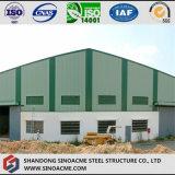 Almacén de la estructura de acero con revestimiento de la hoja de metal