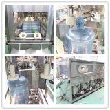 Завод чисто питьевой воды бочонка заполняя