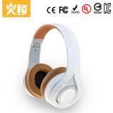 白い可聴周波Bluetoothの無線スポーツのヘッドホーン
