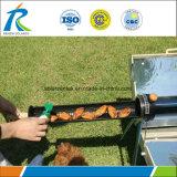 Concentrazione del fornello solare che si accampa cucinando barbecue