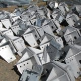 Taladro de perforación marca de placa de unión en el campo de la torre de hierro puente de la estructura de acero