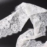 Weiße Blumenzutat-Spitze-strickende Hochzeits-Kleid-Spitze