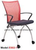 Ordenador de oficina moderno que lee la MEDIADOS DE silla de plegamiento posterior (902E)