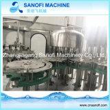 Разлитая по бутылкам любимчиком производственная линия машины/минеральной вода завалки питьевой воды