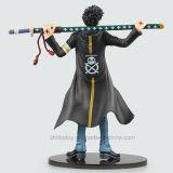 Carreg uma figura considerável brinquedo do modelo da ação do homem da faca