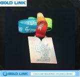 Le métal fait sur commande gravé en relief de médaille courante de chemin ouvre le médaillon de marathon