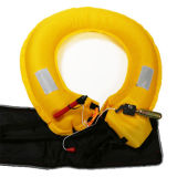 、いかだで運んでカヤックを漕ぐことは、採取するカヌーをこぐこと立ち救命胴衣Pdfにパッドを入れる
