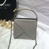La conception de la chaîne à la mode sac de papier kraft sacs à main de cadeaux de luxe avec poignée en métal SH160