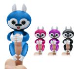 O esquilo do dedo brinca brinquedos interativos do esquilo do dedo do bebê