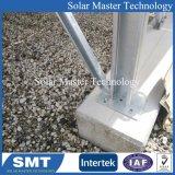 Куча солнечной системы и монтажные кронштейны для установки соединения на массу