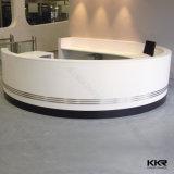 Surface solide blanc personnalisé comptoir de réception moderne