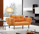 Bequemes Sofa auch ein Bett als Hotel-Wohnzimmer