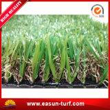 Hierba artificial sintetizada del jardín que ajardina