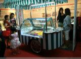 アイスキャンデーのフリーザーのカートまたはアイスクリームの棒の表示