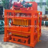 La macchina del mattone del lastricatore dell'usato Qt4-25 ha compresso la macchina del blocchetto della terra