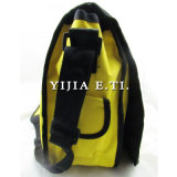 Sacchetto giallo del messaggero di colore con la cinghia di spalla nera della tessitura