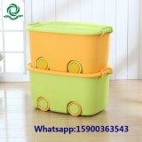 Kind-Spielwaren-Plastikablagekasten mit Kappe und Rad