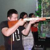 英雄レーザー銃をハンチングを起している製造業者ハンチングゲームのシミュレーターの狂気の10人のプレーヤー