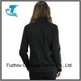 Las mujeres relampagan para arriba la chaqueta polar del paño grueso y suave del alto collar