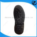 La femmina modella la combinazione di EVA di grandi suole di scarpe casuali