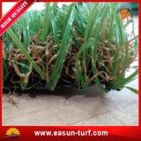 Relvado elástico e grama sintética para o jardim