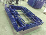 blauwe Poeder Met een laag bedekte Gang door Frame Scffolding met Klok