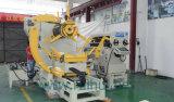 Автомат питания листа катушки с пользой раскручивателя в линии помощи давления к делать электрические части