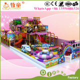 Dos miúdos macios internos do equipamento da área de jogo das crianças campo de jogos interno