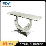 現代家具の上のガラスコーヒーテーブルのコンソールテーブル