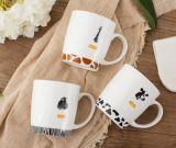 Tazze di ceramica popolari di vario formato certo con la glassa