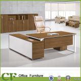 Escritorio de oficina moderno de la pierna del metal de los muebles de oficinas de los CF con la cabina lateral
