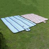 Moistureproof屋外のマットの折りたたみオックスフォードの物質的な防水ピクニックマット