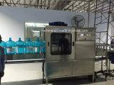 Remplir le baril de boire de l'eau de 5 gallon d'embouteillage de la ligne de production d'embouteillage de remplissage