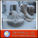 Brown de pies y manos escultura en piedra tallada y la estatua