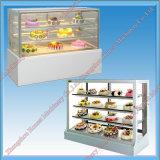 판매를 위한 광고 방송에 의하여 냉장되는 케이크 전시