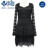 Acoplamiento del cordón negro de moda con cuello en V manga larga vestido de noche de las señoras de la moda