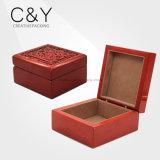 赤いマットの終わりの木製の香水の包装ボックス