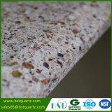 Vorgeschnittener künstlicher Granit, der Quarz-SteinCountertop schaut