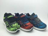 子供のための普及した通気性の慰めのスニーカーのFlyknitの運動靴