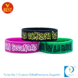 Venda a granel de Silicone Debossed Bangle personalizada