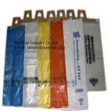 Поставка газеты кладет мешки в мешки пластмассы полиэтилена мешков вешалки ручки двери пластичные вися
