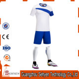 Großhandelsfabrik China-kundenspezifische normale Sublimation-Polyester-Fußball-Jersey-Guangzhou
