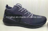 Les chaussures sportives d'hommes folâtrent des chaussures