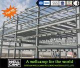 con l'alto magazzino/stalla della struttura d'acciaio del muro di cemento di 1m